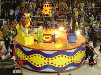 Carro alegórico da São Clemente: A TV no desfile de carnaval de 2013.