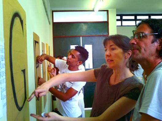 Figura 10: oficina <i>Latters as Forms II</i> organizada pelo LTA e ministrada pela professora Catherine Dixon. Foto: Buggy