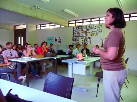 Figura 11: Palestra <i>Letras que flutuam</i>, organizada pelo LTA e ministrada pela professora Fernanda Martins. Foto: Buggy.