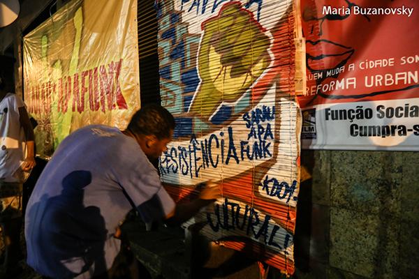"""Figure 1: Le graffeur KD01, """"Favela, Sarau Apafunk, Résistance culturelle"""""""