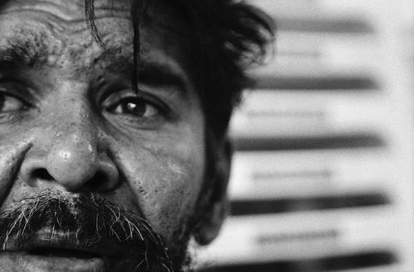 Figura 1: O poeta Erickson Luna (foto: Camilo Soares, do livro Poesia, mesa de bar e goles decadentes, 2012)