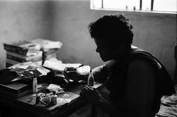 Figura 3: O poeta Zizo (foto: Camilo Soares, do livro <em>Poesia, mesa de bar e goles decadentes</em>, 2012)