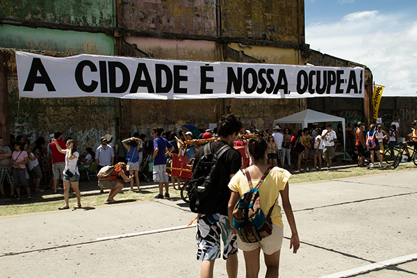 Figura 5: #OcupeEstelita (28/04/2013, Recife), movimento contra projeto imobiliário que prevê a construção de treze torres na região central da cidade