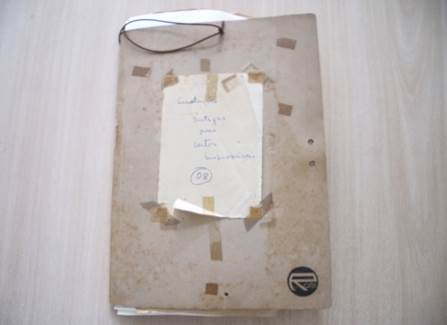 """Pasta """"Anotações Antigas para Contos Improváveis 08"""". Fonte: AMR/AEM/CELC/UFMG."""