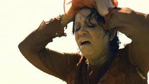 <strong>Figura 2 –</strong> <em>Amelia desespera-se perdida em deserto na fronteira entre Estados Unidos e México antes de ser deportada em</em> Babel.