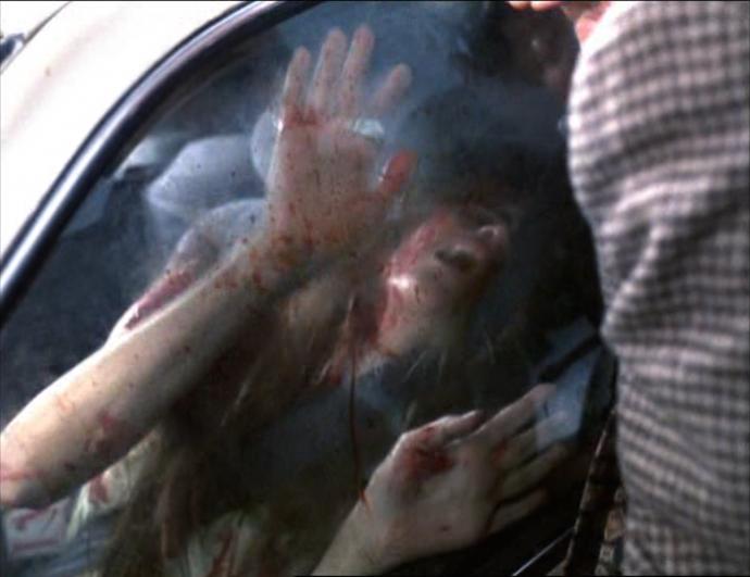 <em>Valéria se envolve em acidente de trânsito em</em> Amores brutos