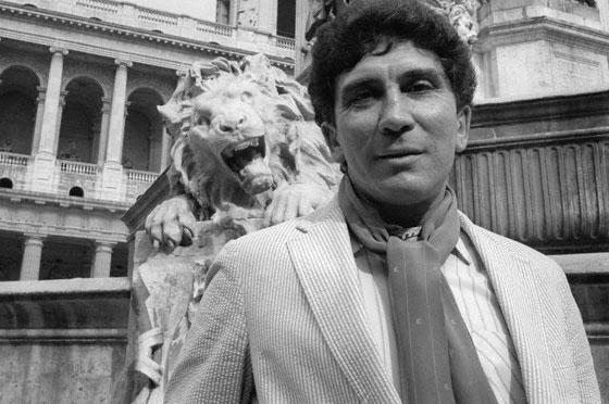 Reinaldo Arenas, Paris, 1986 (imagem: Sophie Bassouls)