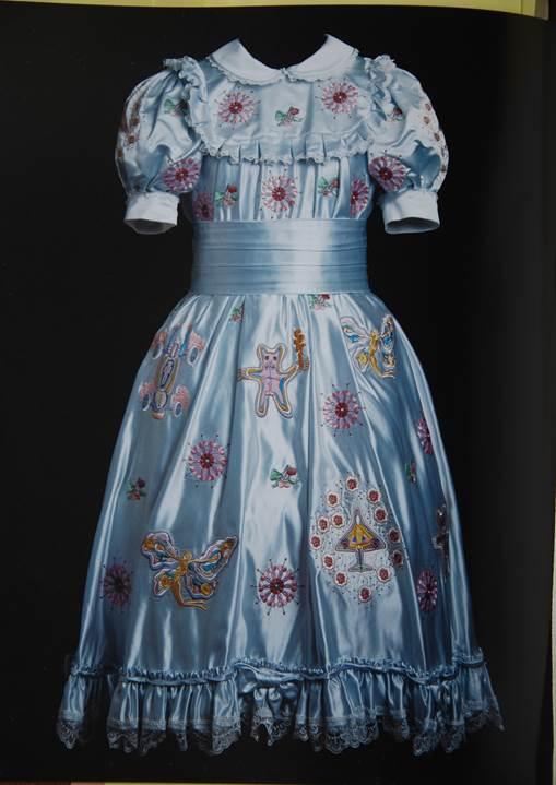 Figura 14: O vestido de Claire, seda, rayon e laço, 2000
