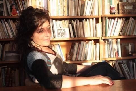 A poeta e ensaísta argentina Laura Klein