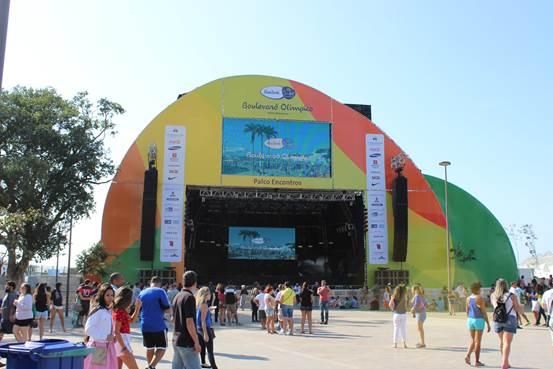 Foto 2 - Palco Encontros, montado na Praça Mauá durante as Olimpíadas. Fonte: Claudia Holanda