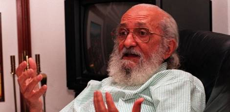 Revista Prosa e Verso reproduz entrevista realizada por Mario Sérgio Cortella e Paulo de Tarso Venceslau, para Teoria e Debate nº 17 – jan/fev/mar 1992 https://www.revistaprosaversoearte.com/paulo-freire-uma-entrevista/