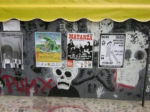 Figura 1 - Ponto de cartazes na Loja Chop Suey no Centro de Campinas Fonte: autoria própria, 2008