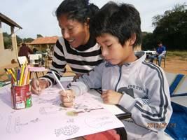 Aula intercultural na aldeia MuãMimatxi − maio/2012 Fonte: Arquivo pessoal