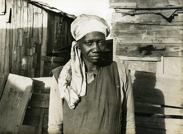 Carolina Maria de Jesus na favela