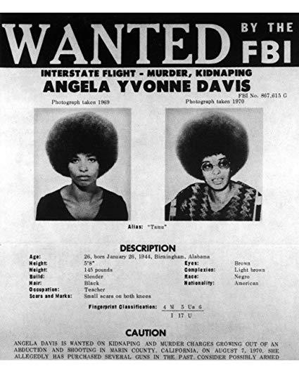 """Cartaz divulgado pelo FBI com Angela Davis como """"procurada""""."""