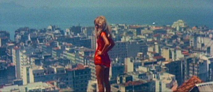 Helena Ignez em Copacabana Mon Amour (1970), de Rogério Sganzerla