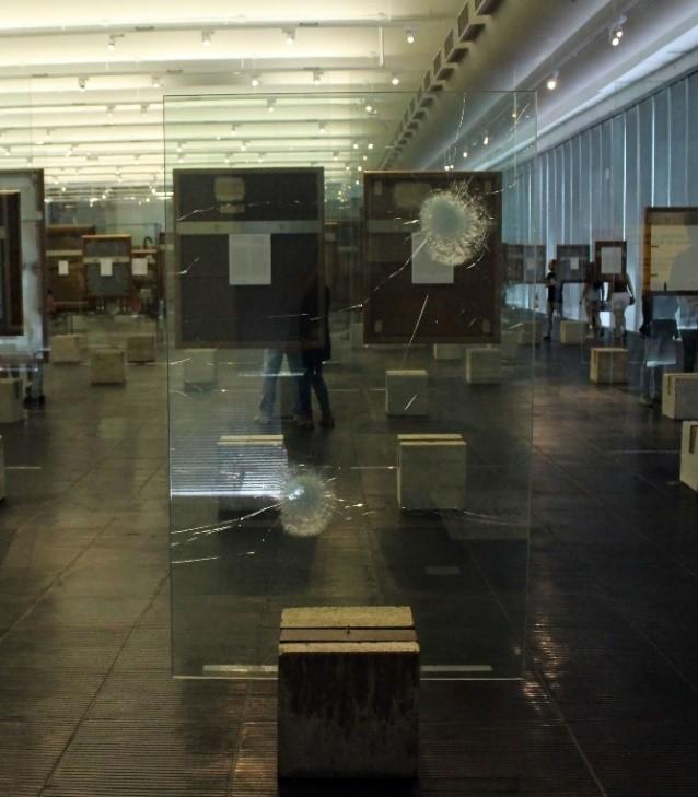 Figura 1: Registro fotográfico do trabalho Tempo suspenso de um estado provisório (2011-15), de Marcelo Cidade, no MASP. Fotografia da pesquisadora.